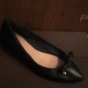 Black leather flat shoe